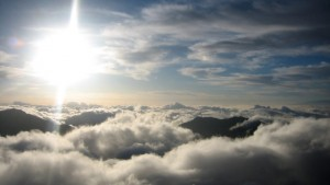 sea-of-clouds-with-bright-sun-on-haleakala-national-park-hawaii-808x454